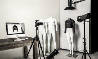 """""""Ghost""""Mannequin Break the Traditional Model of Photography"""