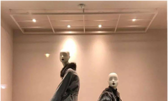 The mannequins and the windbreaker in displaying