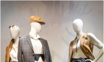 Most common used mannequin styling way in the window