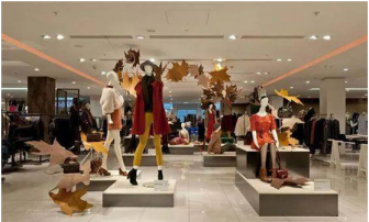Good use of props and mannequins to create autumn atmosphere