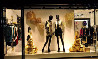 Mannequin Display Positioning Skills in Clothing Store Window